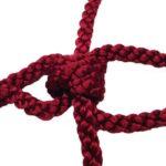 Ein Knoten aus geflochtenem Garn